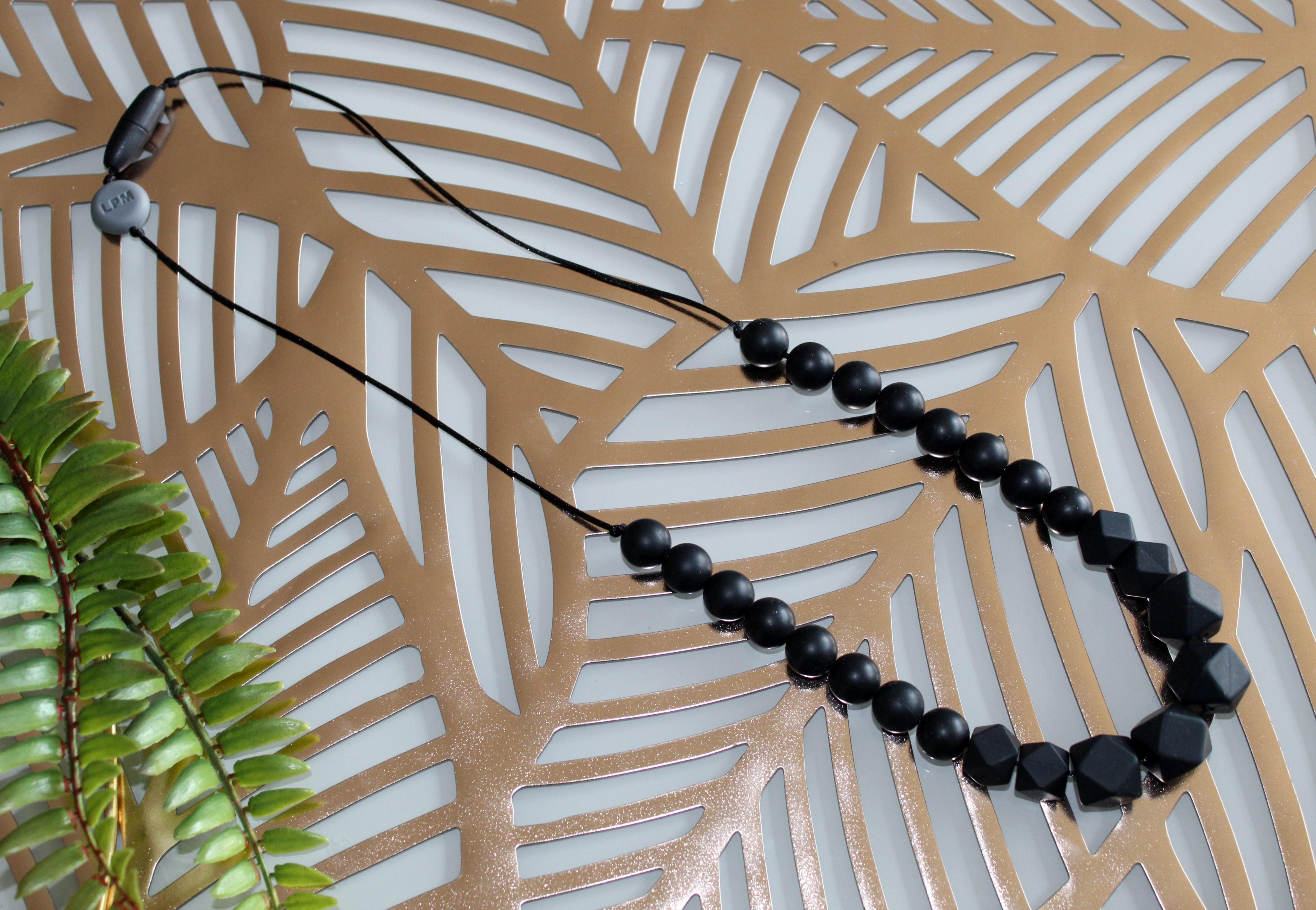 Collier de portage et d'allaitement en silicone Total Black